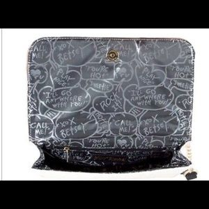 Betsey Johnson Bags - 💋💋Betsey Johnson Cream 'n Spice Quilted Bag